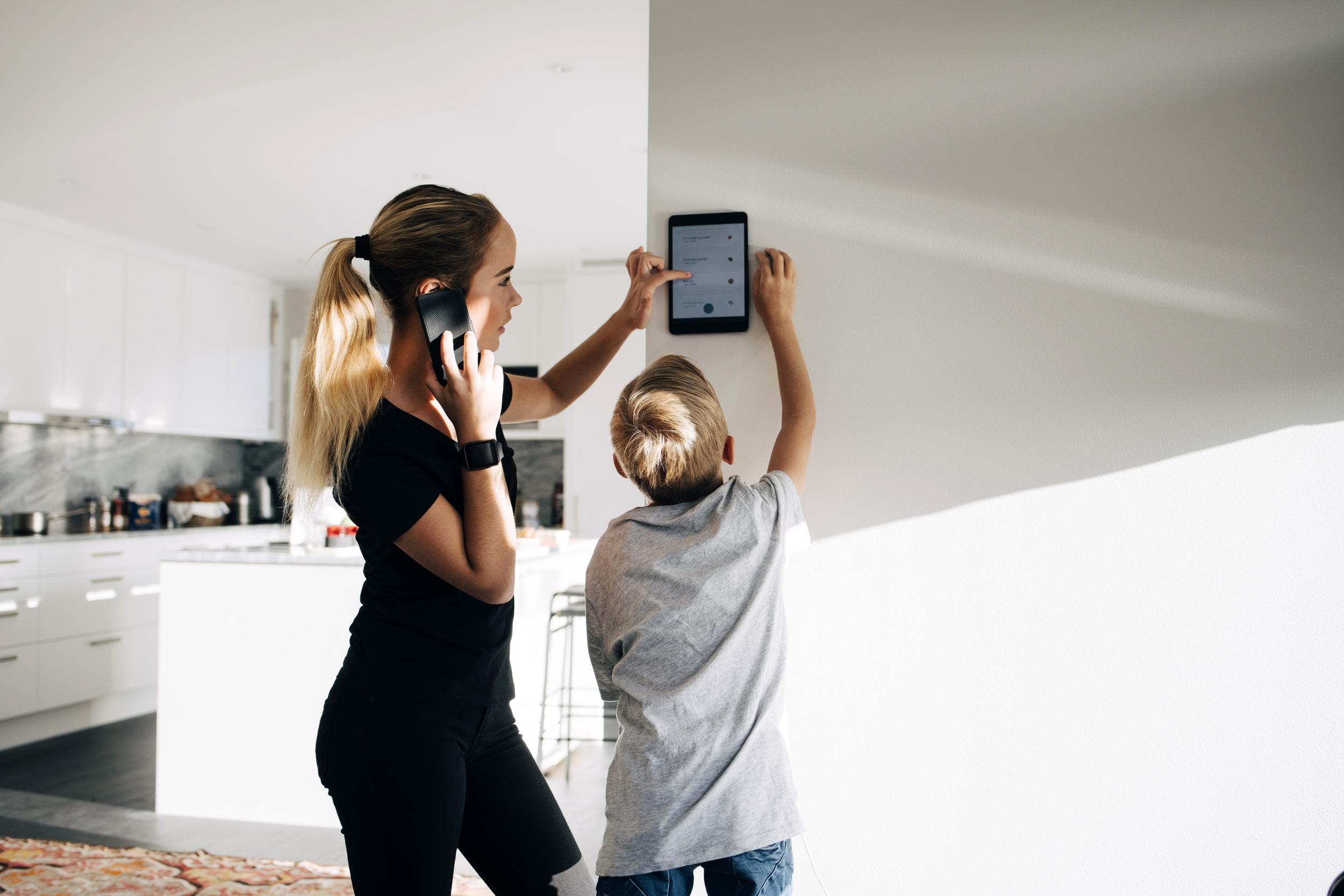 Guida alla casa intelligente per principianti: rendi la tua casa più comoda in cui vivere senza spendere molto tempo o denaro